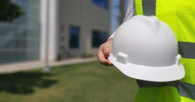 What Is The Difference Between An Architect And A Contractor